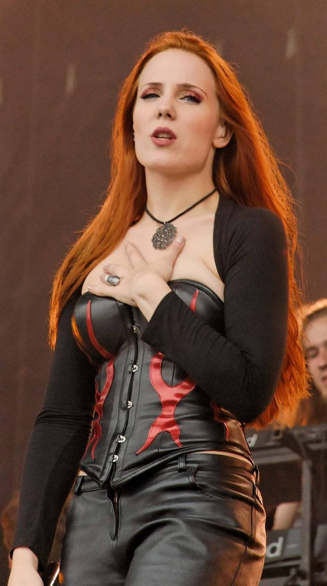 Amazing Simone Simons Pictures & Backgrounds