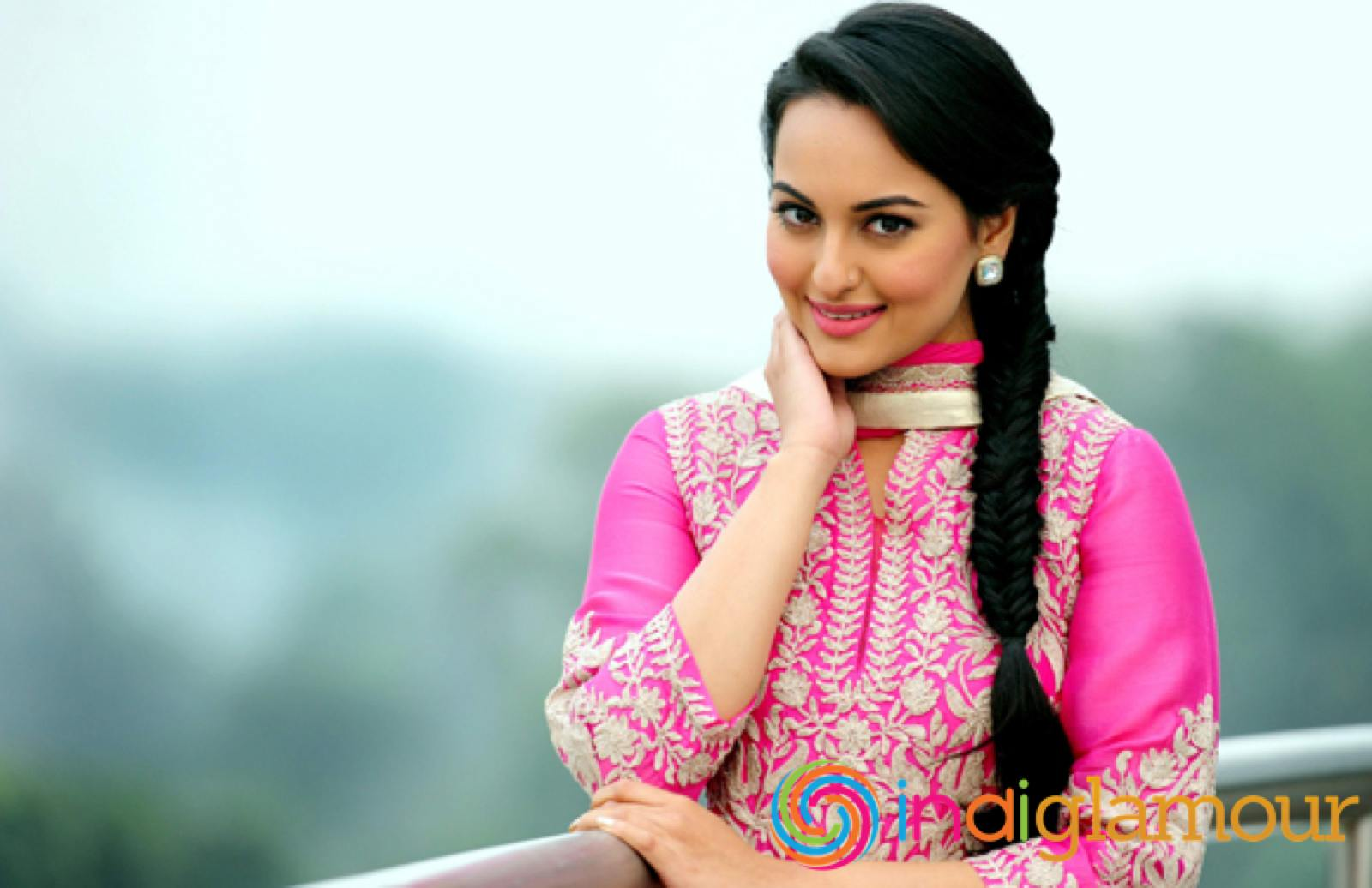 Sonakshi Sinha Wallpapers Celebrity Hq Sonakshi Sinha Pictures 4k Wallpapers 2019