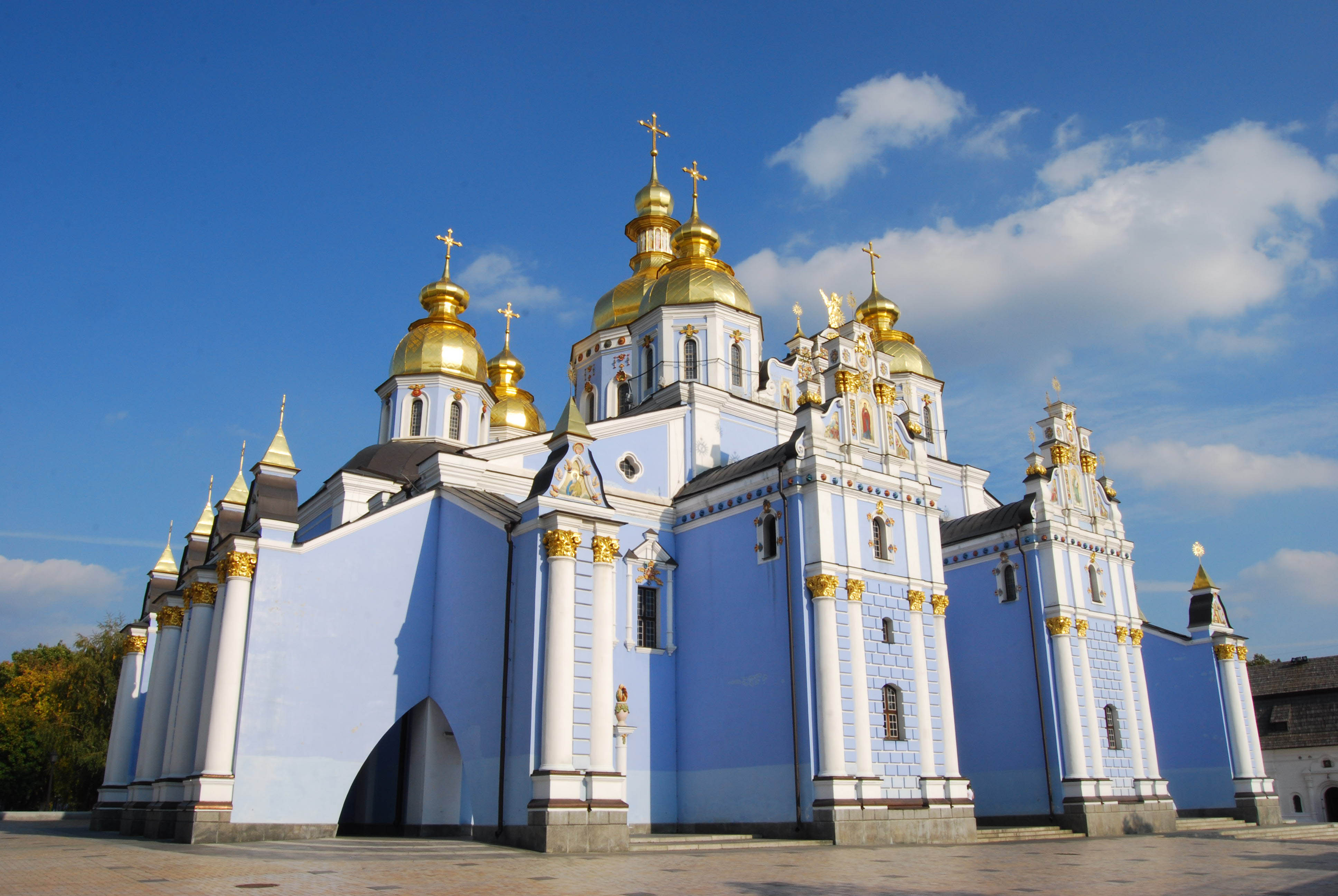 saint michaels golden domed monastery - HD 3872×2592