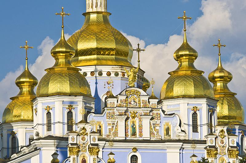 saint michaels golden domed monastery - 800×531