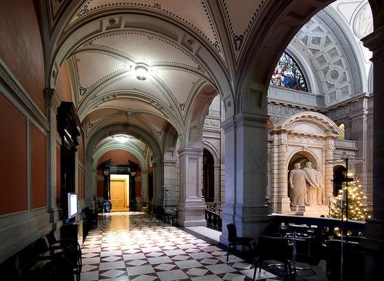 HQ Swiss Parliament Building Wallpapers | File 70.09Kb