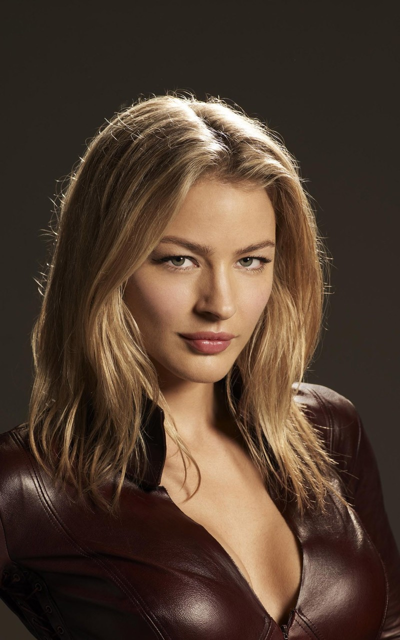Amazing Tabrett Bethell Pictures & Backgrounds