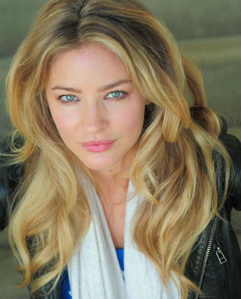 Nice Images Collection: Tabrett Bethell Desktop Wallpapers