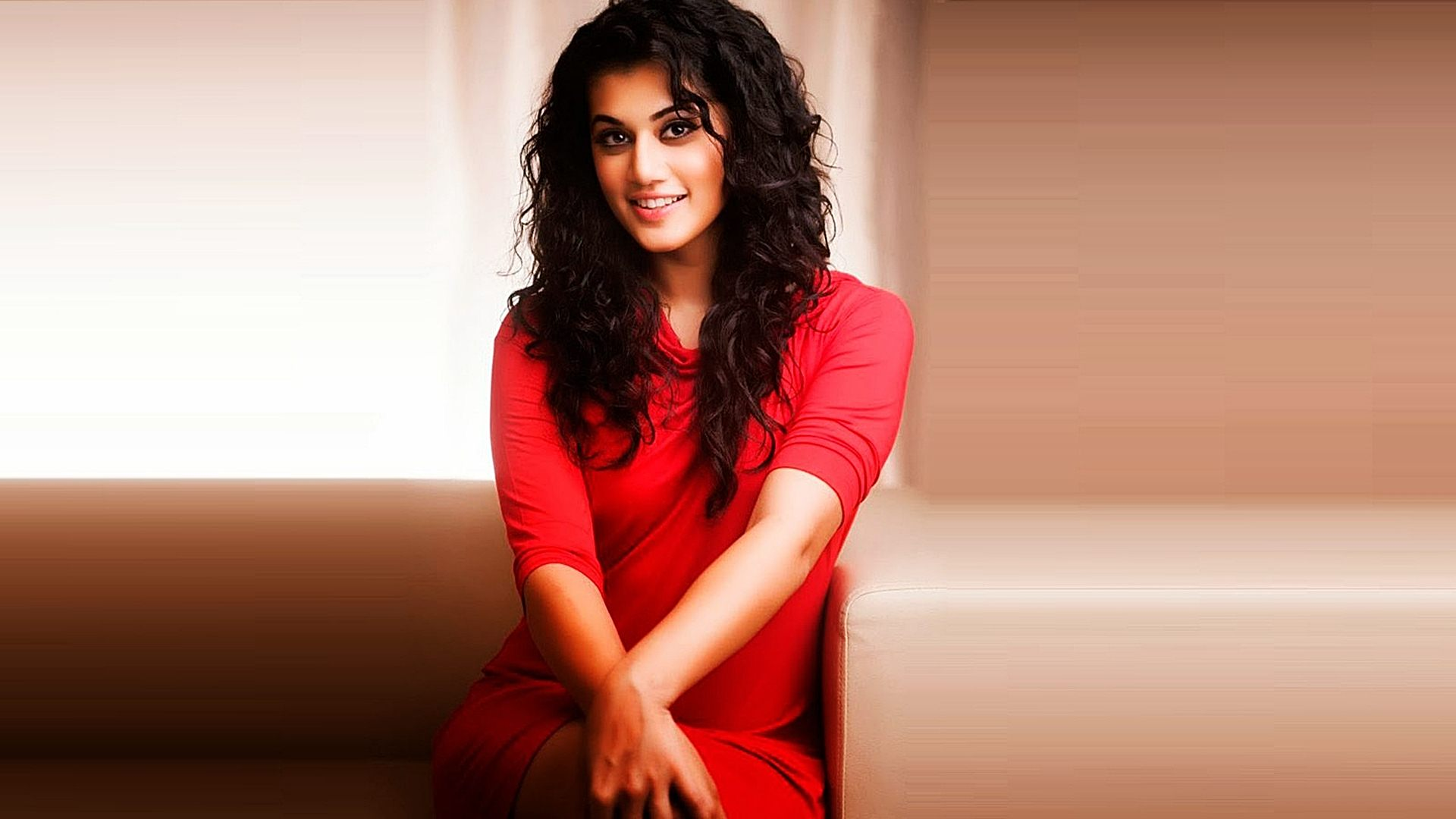 High Resolution Wallpaper | Taapsee Pannu 1920x1080 px