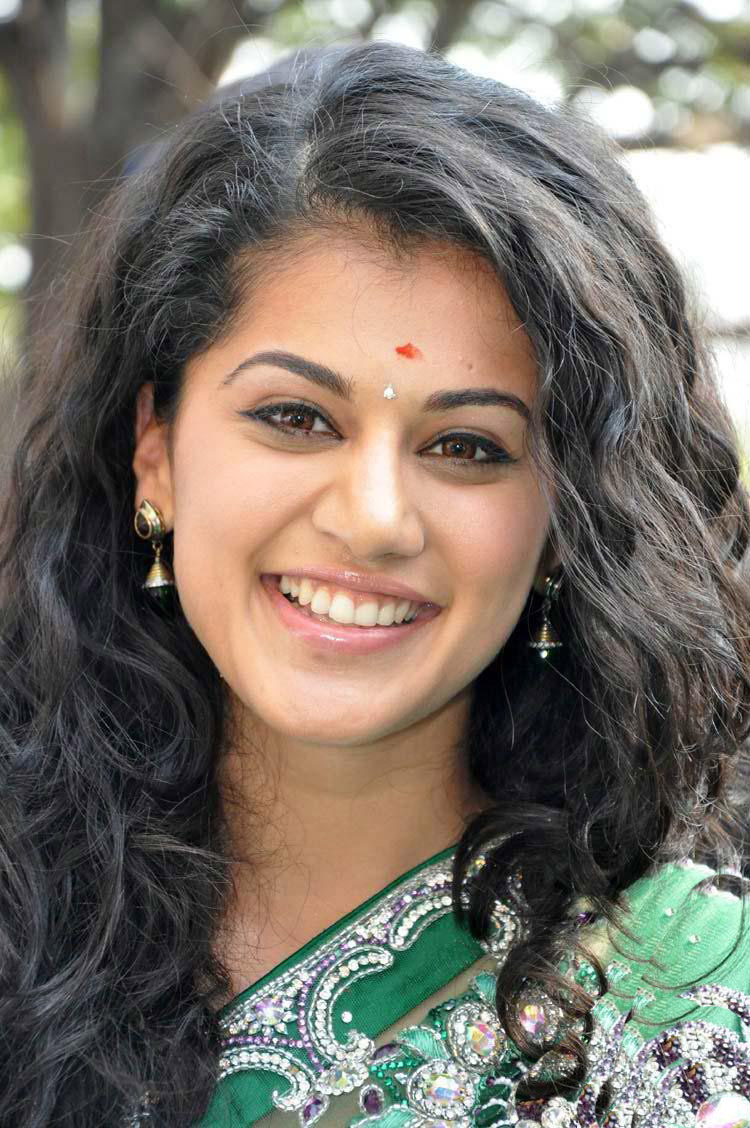 Taapsee Pannu Backgrounds on Wallpapers Vista