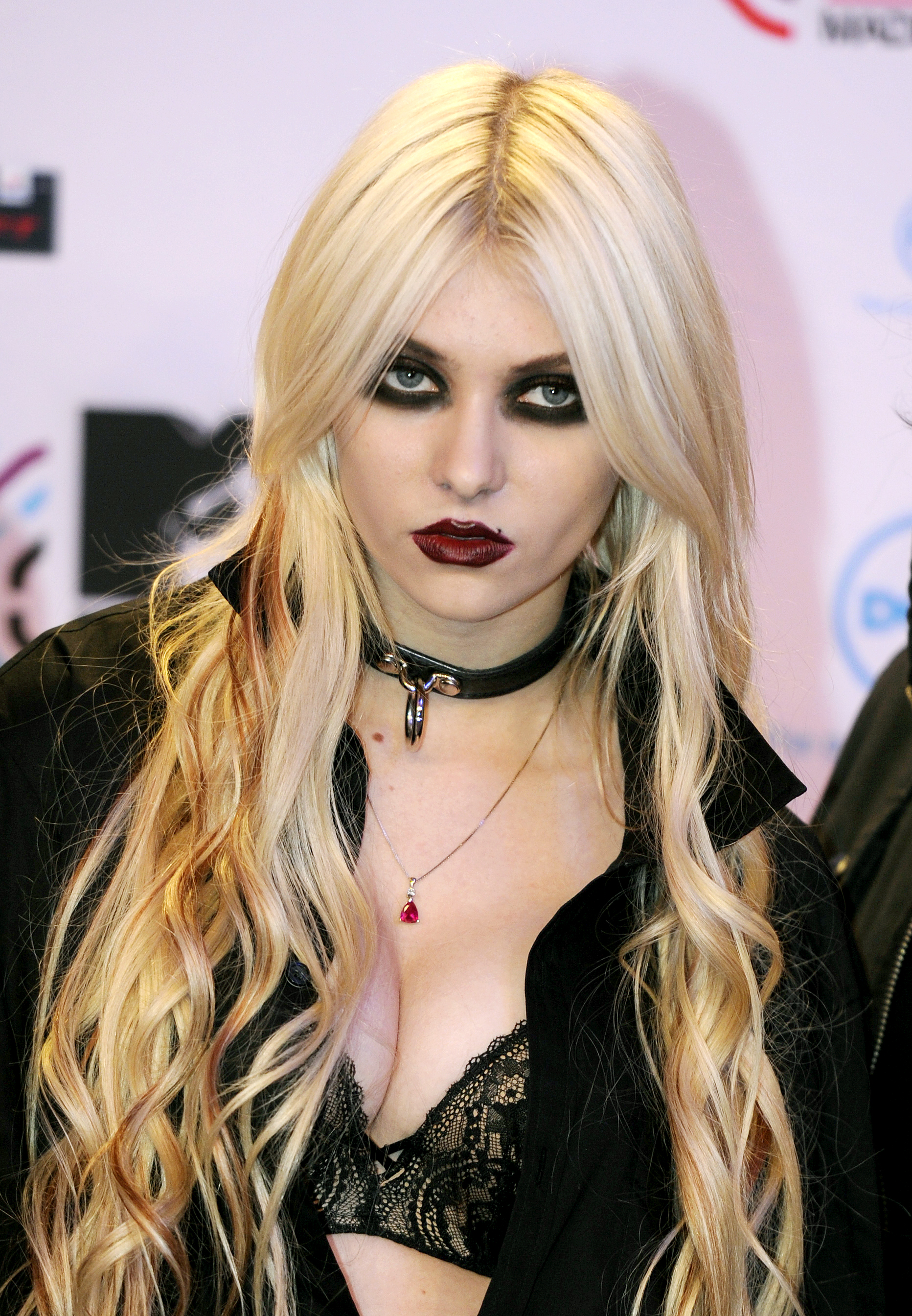 HD Quality Wallpaper | Collection: Music, 1864x2688 Taylor Momsen