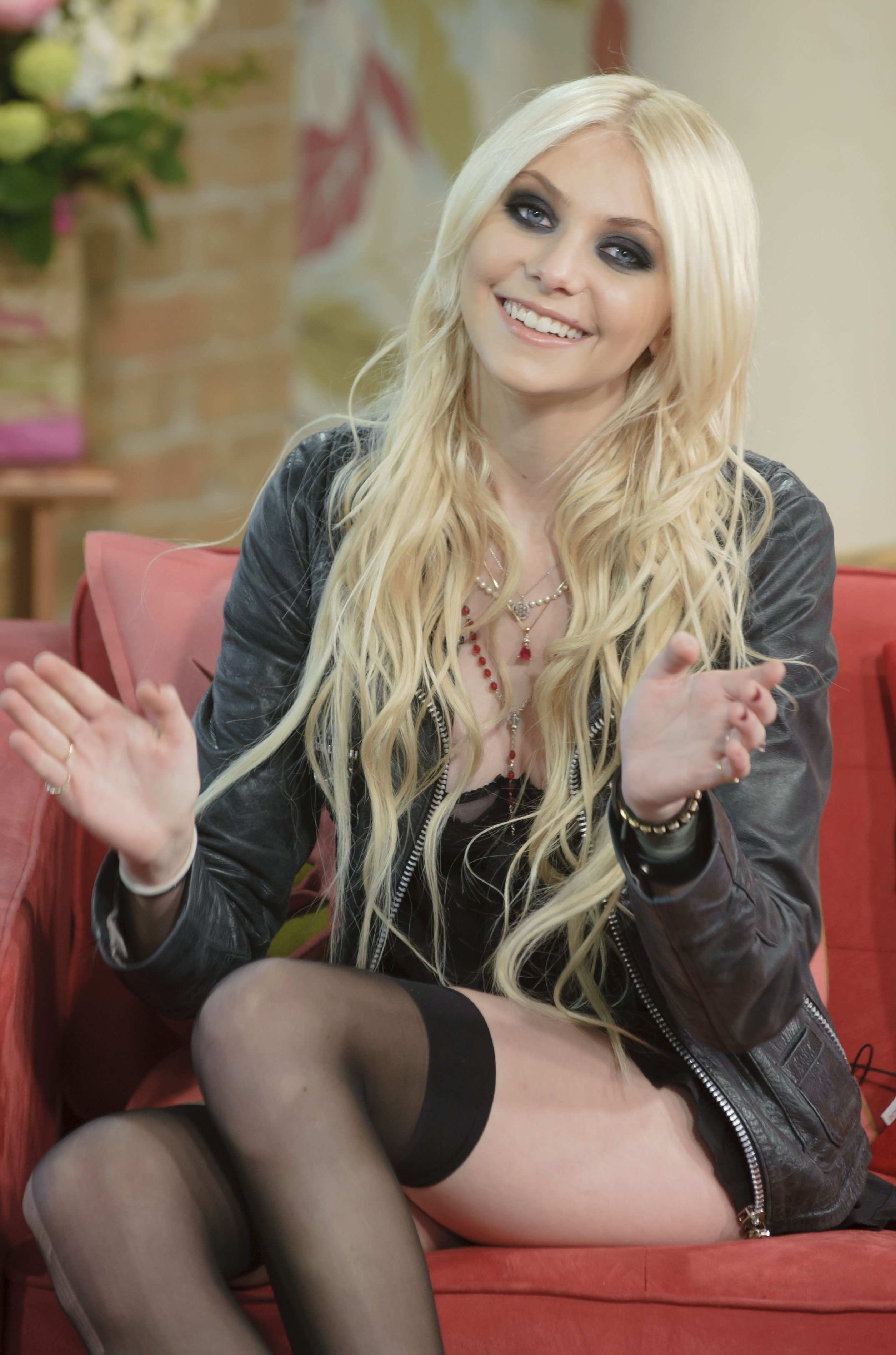Amazing Taylor Momsen Pictures & Backgrounds