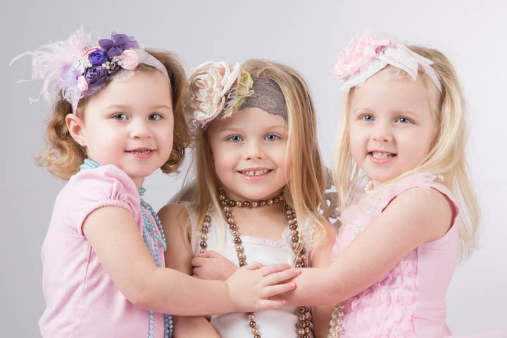 Three Little Friends Backgrounds, Compatible - PC, Mobile, Gadgets| 720x480 px