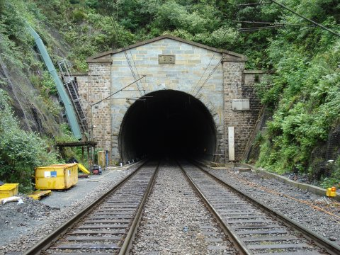 Amazing Tunnel Pictures & Backgrounds