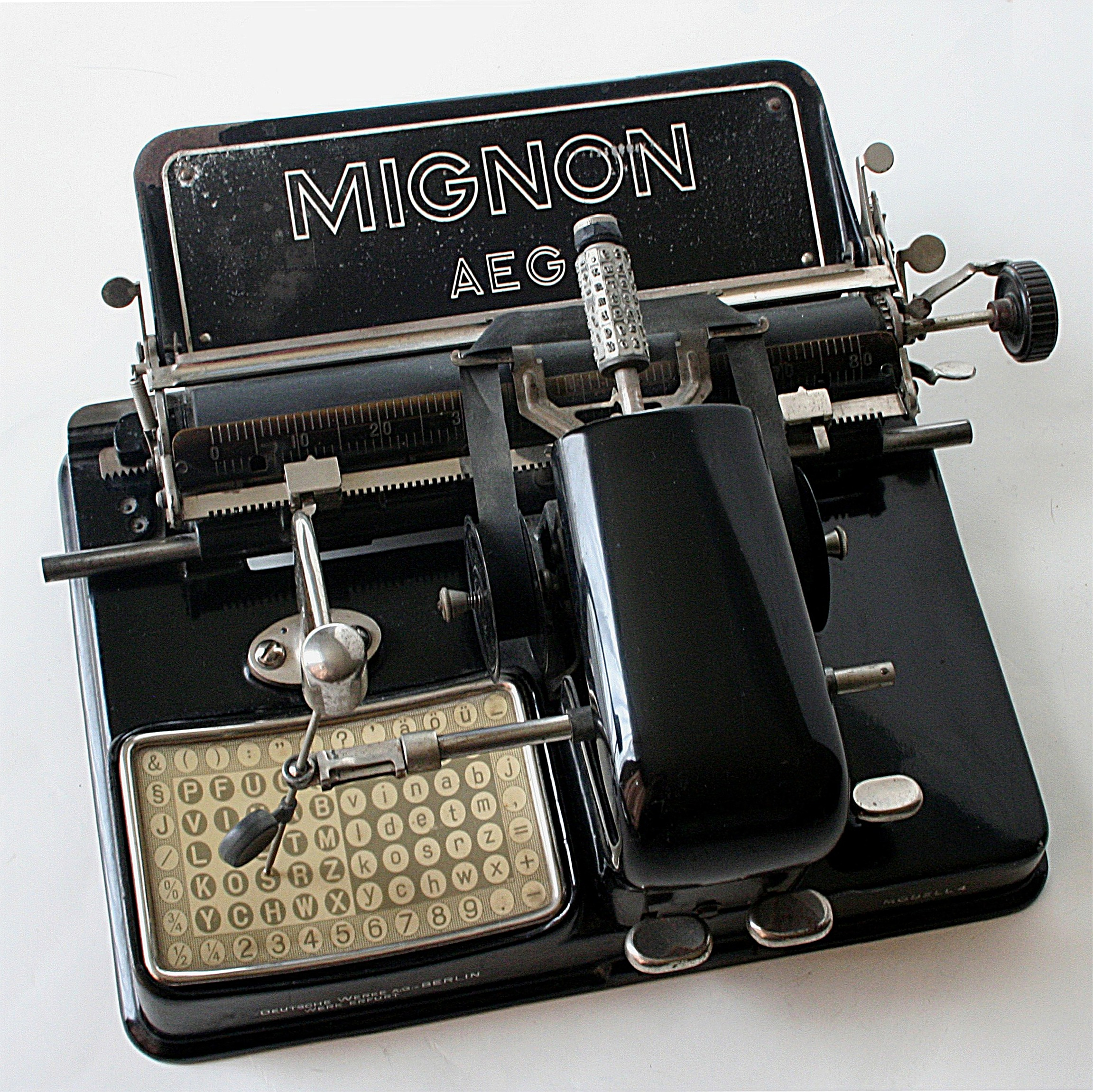 High Resolution Wallpaper | Typewriter 2304x2303 px