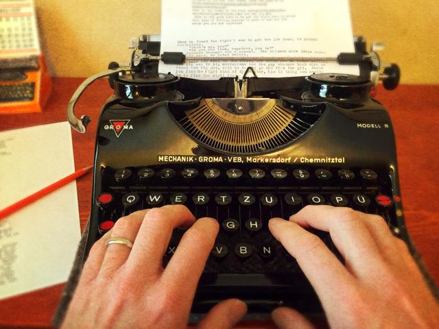 High Resolution Wallpaper | Typewriter 640x480 px