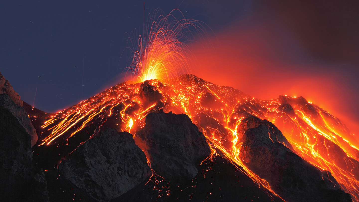 Amazing Volcano Pictures & Backgrounds