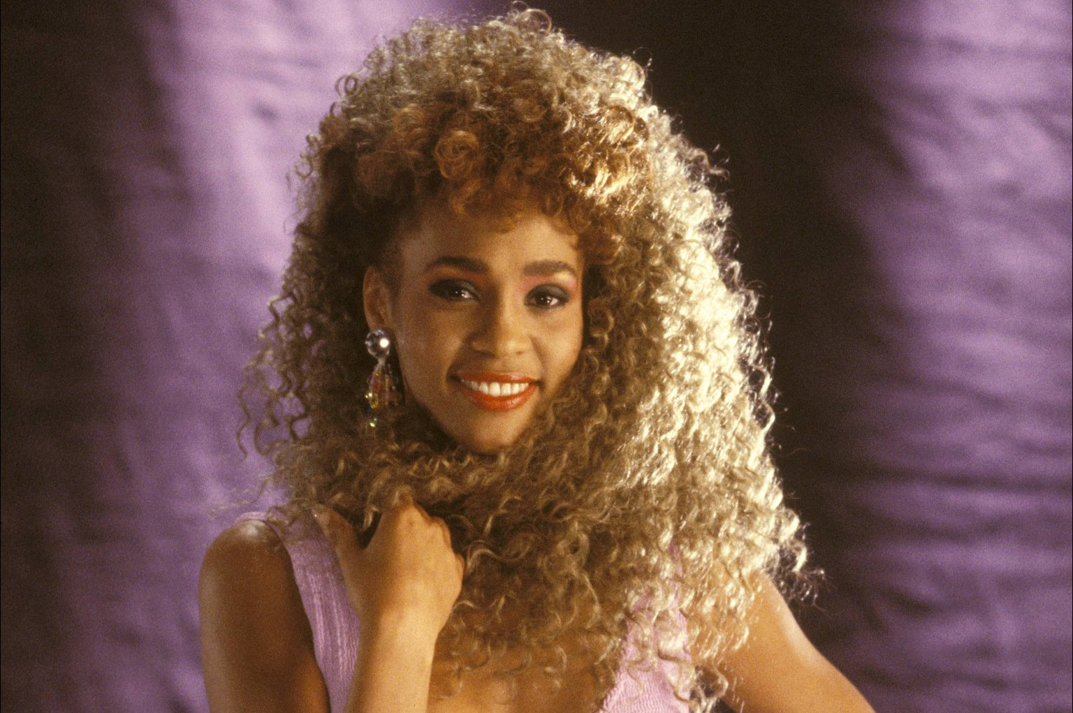 Amazing Whitney Houston Pictures & Backgrounds