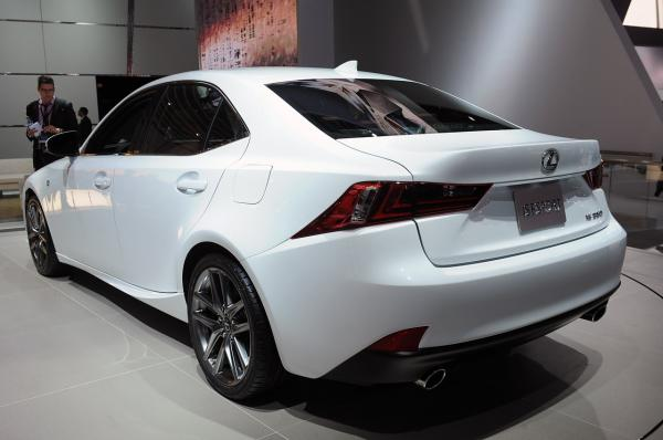preview Lexus IS