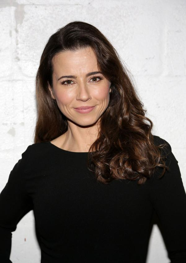 preview Linda Cardellini