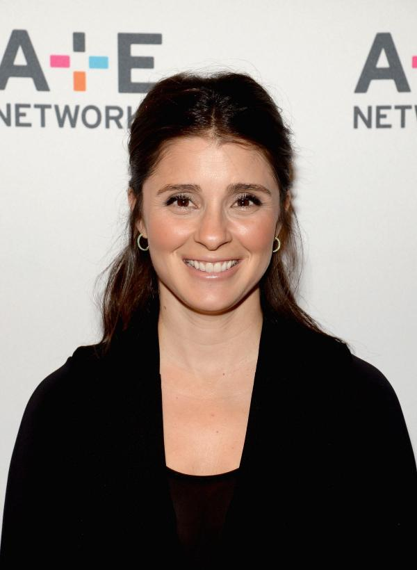 preview Shiri Appleby
